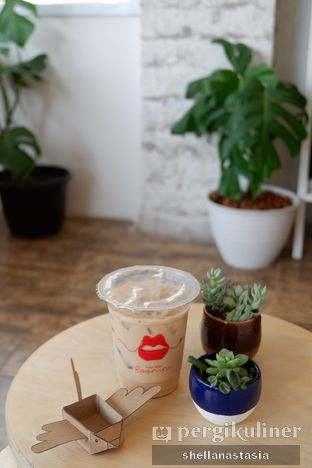 Foto 5 - Makanan(Es Kopi Moka) di Toko Kopi Roompi oleh Shella Anastasia