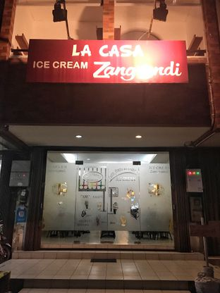 Foto 6 - Eksterior di La Casa Ice Cream Zangrandi oleh Nanakoot