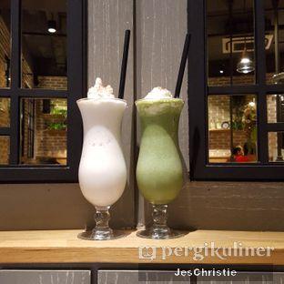 Foto 1 - Makanan(Vanilla & Greentea Milkshake) di Uncle Tjhin Bistro oleh JC Wen