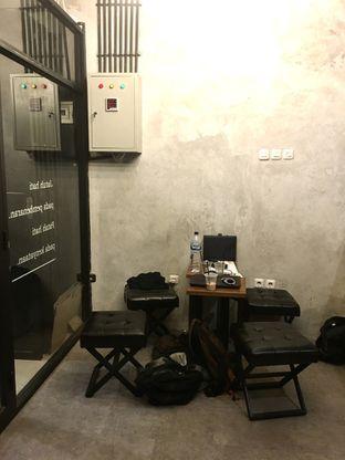 Foto 13 - Interior di tempatbercakapkopi by Foresthree oleh Prido ZH