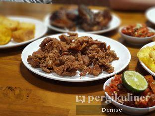 Foto 2 - Makanan(Kulit Goreng Nyoss) di Sambal Khas Karmila oleh D L