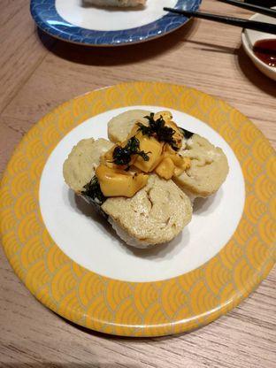 Foto 3 - Makanan(Salmon Mentai Sushi (IDR 20k)) di Tom Sushi oleh Renodaneswara @caesarinodswr