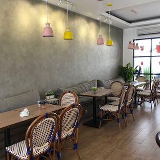 Foto 5 - Interior di Olive Tree House of Croissants oleh Della Ayu