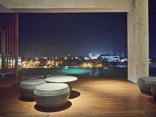 Foto 9 - Interior di M POOL & BISTRO - The Margo Hotel oleh yudistira ishak abrar