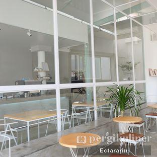 Foto 8 - Interior di Threelogy Coffee oleh Ectararin