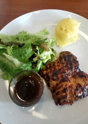 Foto 2 - Makanan(Chargrilled Chicken) di Legend of Steak by Meaters oleh YSfoodspottings