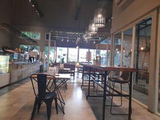 Foto 4 - Interior di Gatherinc Bistro & Bakery oleh Tukang Ngopi