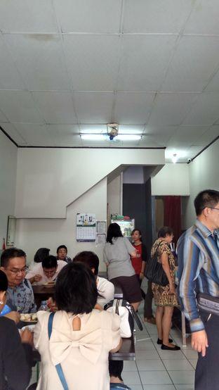 Foto 3 - Interior di Goyang Lidah oleh YSfoodspottings