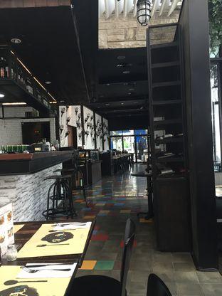 Foto 2 - Interior di De Luciole Bistro & Bar oleh Theodora
