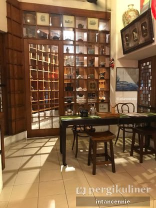 Foto 9 - Interior di Pantjoran Tea House oleh bataLKurus