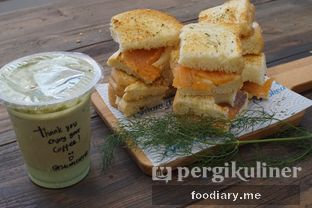 Foto 9 - Makanan di Lox Smoked Salmon oleh @foodiaryme | Khey & Farhan