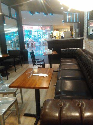 Foto 4 - Interior di KOI The oleh Renodaneswara @caesarinodswr