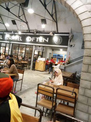 Foto 5 - Interior di OTW Food Street oleh Novia Maulidya