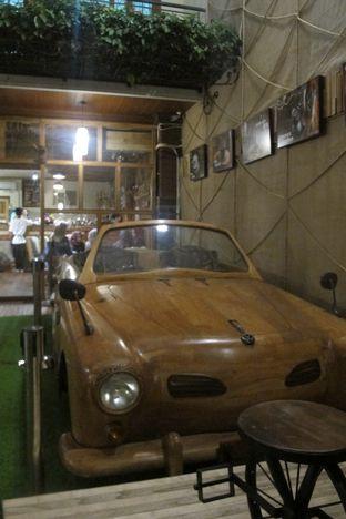 Foto 2 - Interior di Equator Coffee & Gallery oleh Kuliner Addict Bandung