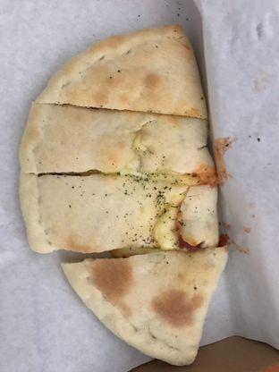 Foto 2 - Makanan di Master Cheese Pizza oleh inri cross