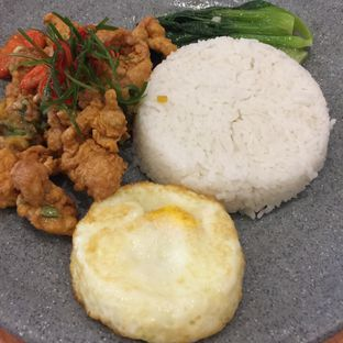 Foto 2 - Makanan(Nasi Ayam Telur Asin) di HangOut oleh Anne Jonathan