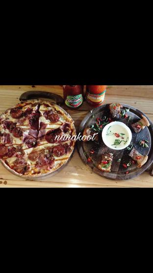 Foto 1 - Makanan di Monchitto Gourmet Pizza oleh Nanakoot