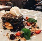 Foto Double Chocolate Pancake di Common Grounds