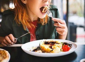 Tips Cara Makan Saat Berbuka Agar Tak Mengantuk Saat Tarawih
