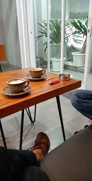 Foto 3 - Interior di Pivot Coffee oleh Ana Farkhana