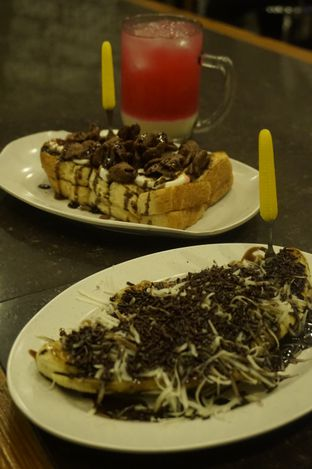 Foto review Warung Wan - Tongkrongan Roti Bakar oleh yudistira ishak abrar 14
