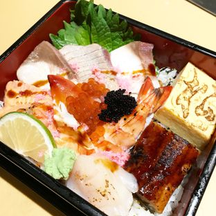 Foto 7 - Makanan(Matsu Chirashi) di Sushi Matsu - Hotel Cemara oleh Cindy Moeis