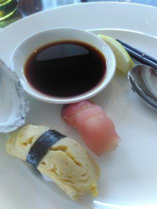 Foto 9 - Makanan(Sushi) di Arts Cafe - Raffles Jakarta Hotel oleh Renodaneswara @caesarinodswr