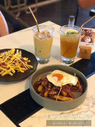 Foto 7 - Makanan(Breakfast poutine &) di Paladin Coffee + Kitchen oleh Patsyy