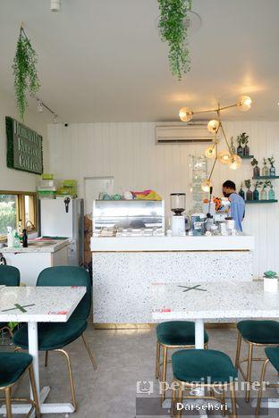 Foto 8 - Interior di Phyllo Coffee oleh Darsehsri Handayani