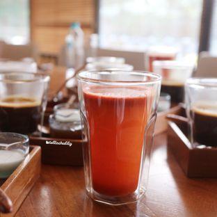 Foto 9 - Makanan(Cold pressed juice (balance red-green)) di Tekote oleh Stellachubby
