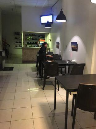 Foto 3 - Interior di Daiwan Delicious Food oleh Jeljel