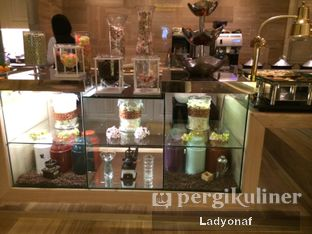 Foto 13 - Interior di The Cafe - Hotel Mulia oleh Ladyonaf @placetogoandeat
