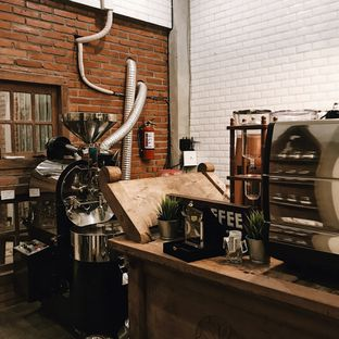 Foto 10 - Interior di Ragil Coffee & Roastery oleh Della Ayu