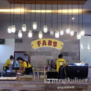 Foto 7 - Interior di Warung Taman Fabs oleh GAGALDIETT