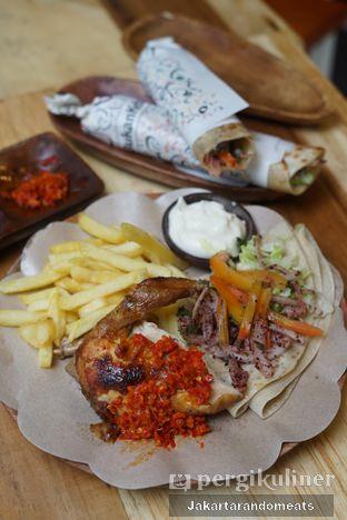 Foto 2 - Makanan di Emado's Shawarma oleh Jakartarandomeats