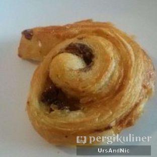 Foto 3 - Makanan(Sweet raisin croissant) di Retorika Coffee oleh UrsAndNic