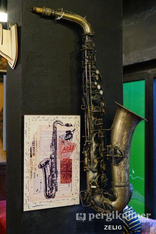 Foto 7 - Interior di Giyanti Coffee Roastery oleh @teddyzelig