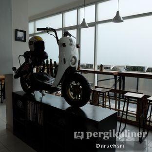 Foto 10 - Interior di Mumule Coffee oleh Darsehsri Handayani