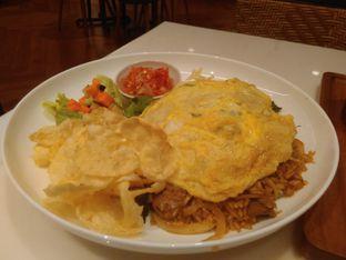 Foto 8 - Makanan(Nasi Goreng Gila (IDR 85k) ) di Lewis & Carroll Tea oleh Renodaneswara @caesarinodswr