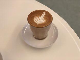 Foto 6 - Makanan(Cafe Latte) di Samakamu Kopi oleh feedthecat