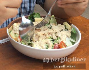 Foto 1 - Makanan(Caesar Chicken Salad) di Petrichor Cafe & Bistro oleh Jacyntha Diva
