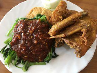 Foto 1 - Makanan(Ayam Brambang Asem ) di Speed Resto oleh mariskaannastasia