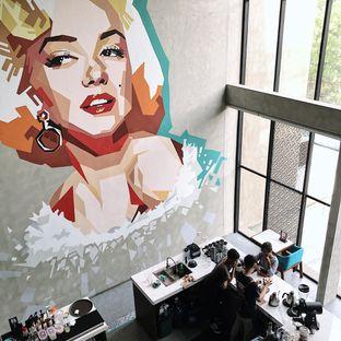 Foto 2 - Interior di Maketh Coffee & Eatery oleh Della Ayu