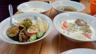 Foto 2 - Makanan di Soto & Sop Khas Betawi Bang Nawi oleh Yummyfoodsid