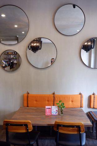 Foto 19 - Interior di Burns Cafe oleh yudistira ishak abrar