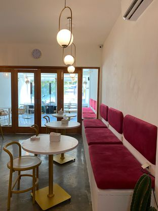 Foto 16 - Interior di Deja Coffee & Pastry oleh Jeljel