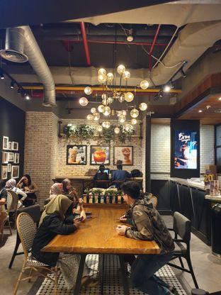 Foto 2 - Interior di KOI The oleh Pengembara Rasa