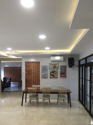 Foto 4 - Interior di de'CLAN Resto & Cafe oleh Prido ZH