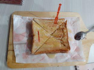 Foto 3 - Makanan(Roti mozzarela) di Coffee Chel oleh Threesiana Dheriyani