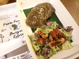Foto 4 - Makanan(Burgreens Steak served with mashed  potacauli) di Burgreens Express oleh Clara Yunita